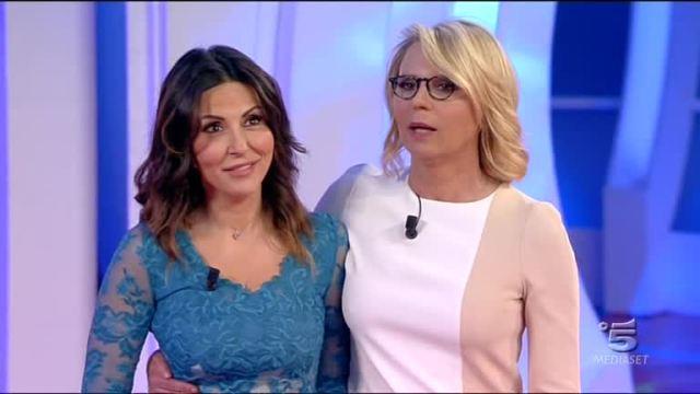 """""""House Party"""", serata tra amiche per Maria De Filippi e Sabrina Ferilli"""